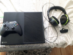 Xbox one 2 controllers turtle beach headset and 3 games