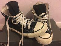 Black and cream converse size 5