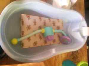 Infant tub with shower head