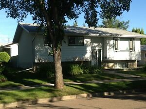 Fort Saskatchewan Fully Furnished 3 Bedroom- Available Now