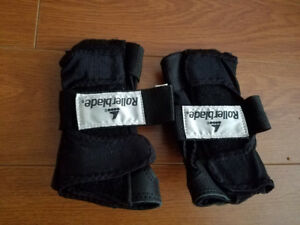 PAIR OF ROLLERBLADE WRIST GUARDS - LARGE in VERY GOOD CONDITION