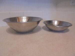 Sets of 2 metal serving bowls