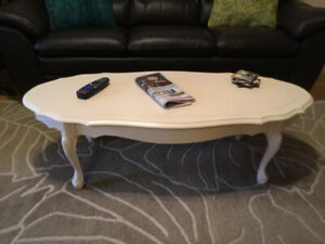 This coffee table just screams URBAN CLASSIC!!