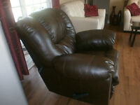 LIKE BRAND NEW   CHAIR RECLINER    FOR SALE