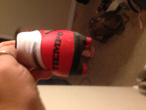Size 8 soccer cleats and shin pads Belleville Belleville Area image 2