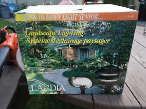 BRAND NEW in BOX - 10 light  Landscape Lighting set