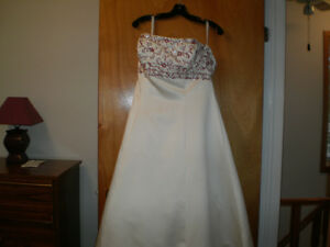 Gorgeous Alfred Angelo wedding gown for sale