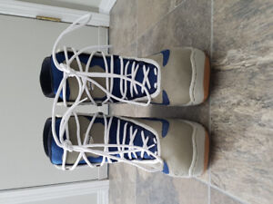 Adult Women's Size 11 Snowboard Boots