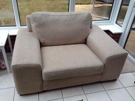 Love seat / arm chair