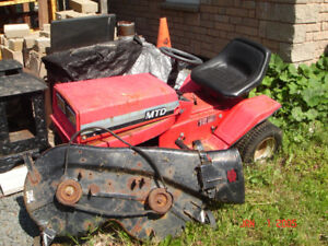 "MTD Ride-On Lawn Tractor with 38 ""Cutting Deck"