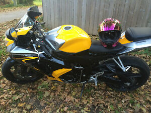 GIXXER6hundred-->Lady-driven