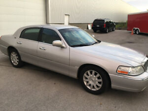 Reduced Price 2010 Lincoln Town Car Signature Limited Sedan