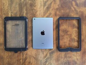 iPad Mini 16gb w/ Lifeproof Nuud Case