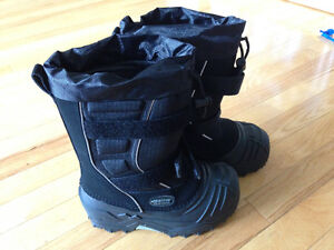 New Baffin boots size 1