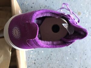 Brand new in box Ugg shoes for Girls size US 1, EU 31 West Island Greater Montréal image 6