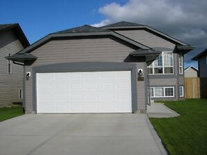 Bi-Level Home with attached double garage in Lancaster
