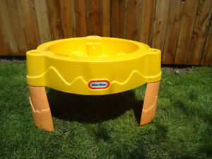 LITTLE TIKES KIDS WATER TABLE