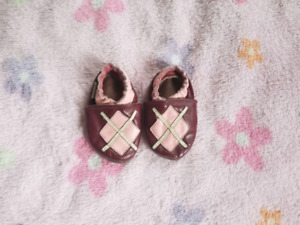 Robeez baby shoes size 0-6 months