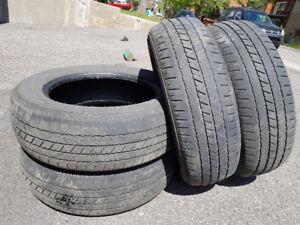 """4 pneus d'été 17"""" p225 65 17 en bonne condition"""