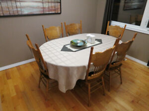 Dining Table with 8 Chairs - Extends from 4x4ft to 6x4ft