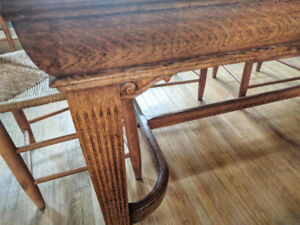 Oak Dining Table & 6 chairs -  $400 (Toronto)