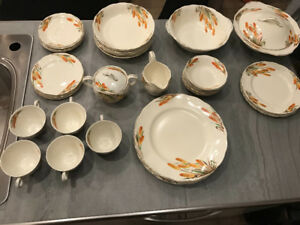1950's Grindley Creampetal dish set