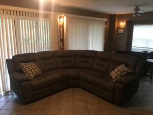 BRAND NEW: 3pc Charcoal Sectional