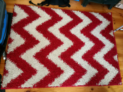 Rug Red and White Zigzag 160x120cm