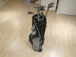clubs et sac de golf; homme droitier