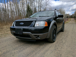 2007 Ford Freestyle with custom stereo