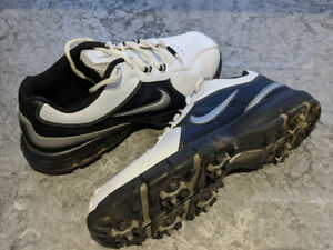 Men's Nike Golf Shoe - Size 9.5