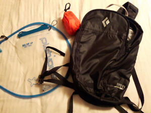 Excellent Hiking Daypack + cover + Hydration System