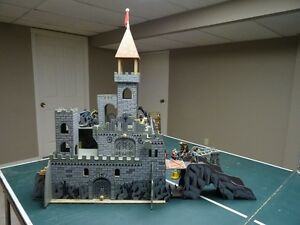 Medieval Castle with Schleich Knights and Dragons Windsor Region Ontario image 3