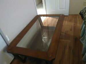 Brown wood coffee table with glass middle. Quality wood. Cambridge Kitchener Area image 1