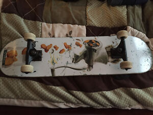 Selling skateboard it has hardly been used !