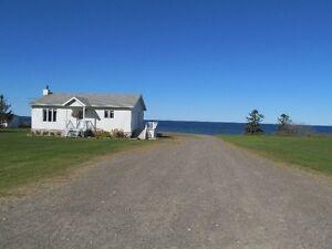 Maison de rêve au bord de la mer en Gaspésie. (PRIX RÉVISÉ)
