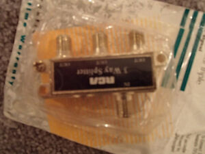 RCA CVH48 - 3-Way Splitter - To connect 3 separate TV's or VCR's Sarnia Sarnia Area image 4