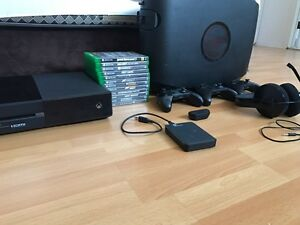 Xbox one bundle with Xbox one 3 controllers and etc