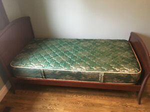 Rare Single Bed w/Trundle and matching Dresser w/Mirror