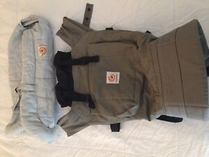 Ergobaby Carrier with FREE Infant Insert