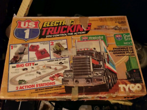 TYCO Electric Trucking slot truck set