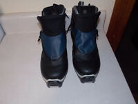 CROSS COUNTRY SKI BOOTS ( SNS PROFIL )