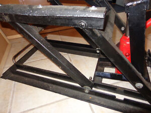 Floor jack with 14 inch arms-  recycledgear.ca
