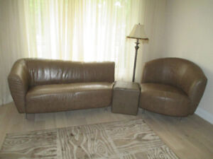 Very unique leather sofa set in good condition