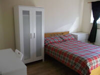 NO AGENCY FEE - Luxury Double Room in Modern Flat - Available Now - Canary Wharf - Bills included!