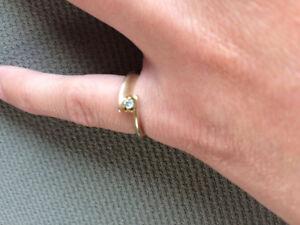 Two gold rings. Women.