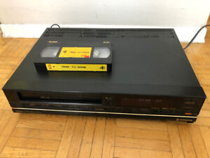 Hitachi VT-2300A VHS video player/recorder