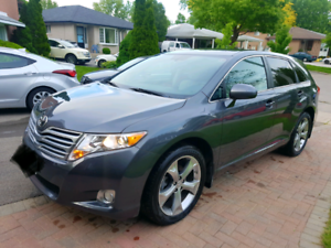 2011 VENZA V6 AWD MINT LOW KM! Certified.