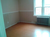 Niagara Falls - Two Bedroom w/Dining Room, Laundry and Parking