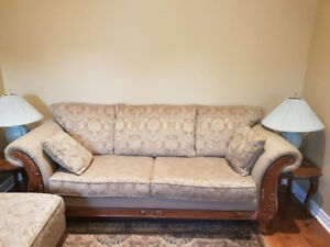 Like-New Living Room Set - Perfect Condition